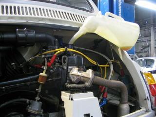 御希望によりエンジンオイルも交換します。 良いオイルがありますよ。500はオイルに好き嫌いがあります。