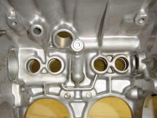これだけ綺麗になっていると、エンジンオイルの汚れ具合が違ってきます。