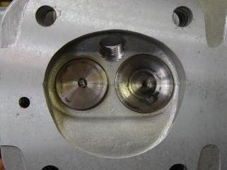 インテークバルブシート打ち替え、エキゾーストバルブシートは無鉛対策加工、プラグ穴はヘリサート加工。 これをしないと安心して乗れません。