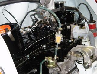 エンジンを左側から見た所です。 こんなに綺麗だと作業中につい見惚れてしまい、 いつの間にかにほの字です。