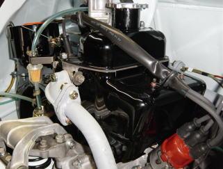 エンジンを右側から見た所です。なおエンジンオーバーホールの詳細は、今後ホームページで紹介します。