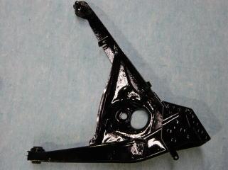 リアサスアームです。 サンドブラストで完全に錆や汚れを落とし、 黒塗装の上から更にクリアーを塗ってあります。