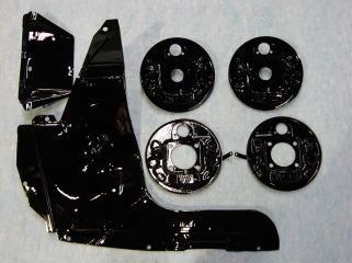 ブレーキバックプレート&アンダーカバー一式です。 リアサスアーム同様の仕上げです。