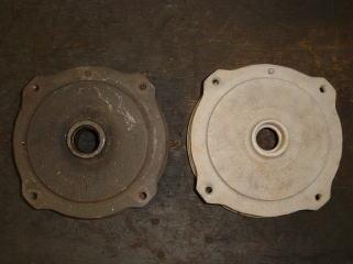 フロントドラムです。 仕上げ前(左)とサンドブラスト後(右)。 錆を完全に落とし塗装をします。